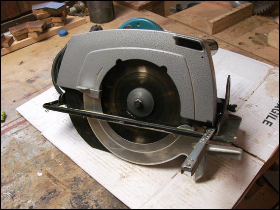 Scie circulaire portative Makita 5900B