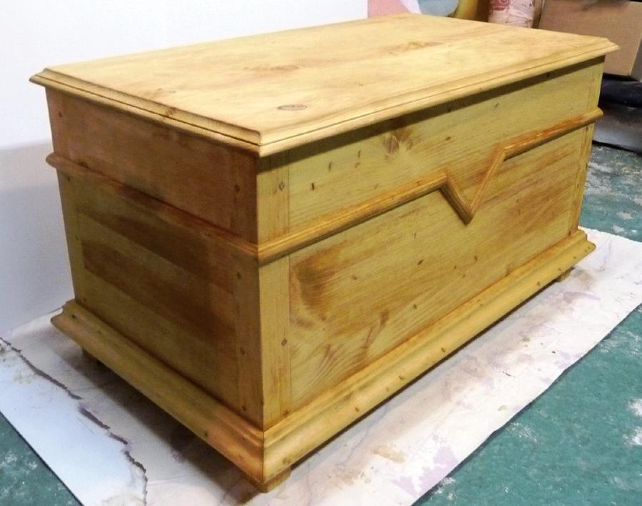 Un coffre traditionnel qu becois bois le bouvet for Meuble quebecois fabricant