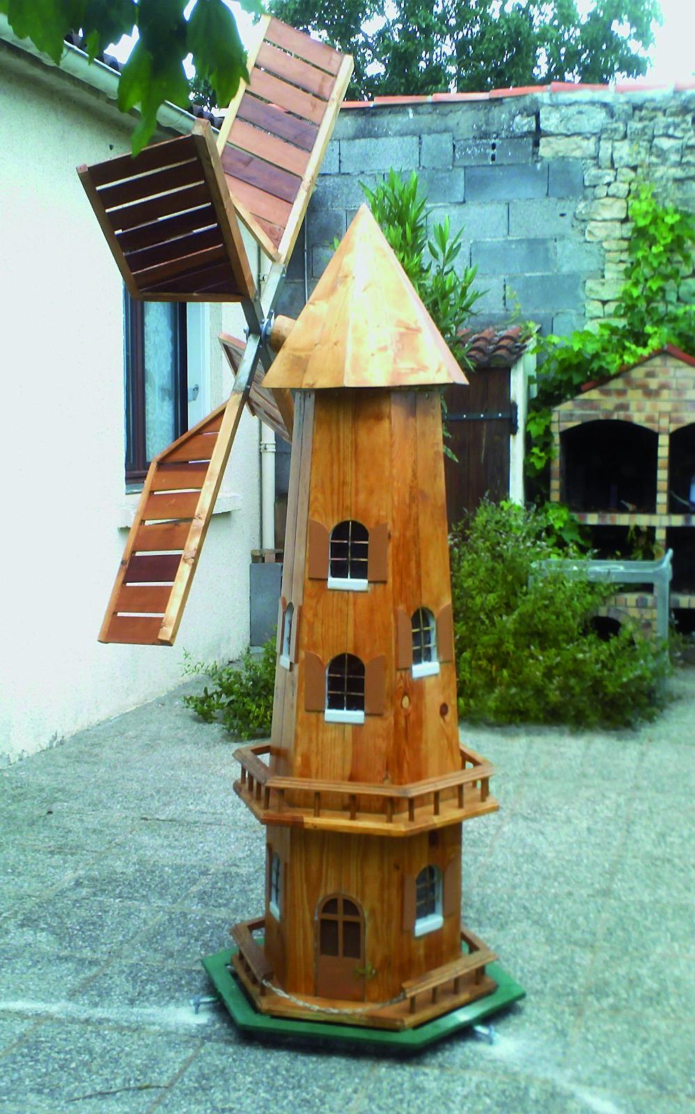 Un moulin vent pour le jardin bois le bouvet for Bricolage moulin a vent en bois