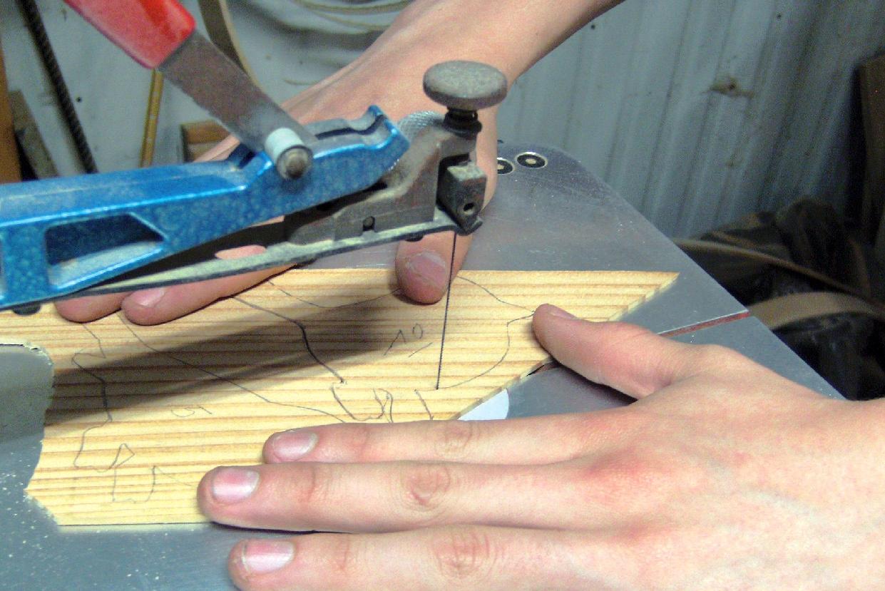 Scie chantourner lectrique bois le bouvet for Chevre pour couper le bois