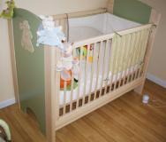 Un lit pour bébé, simple et moderne
