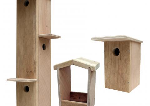 Deux nichoirs et une mangeoire bois le bouvet for 1001 trucs et astuces pour le jardin