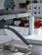 Fabrication d'une cape suspendue pour scie circulaire