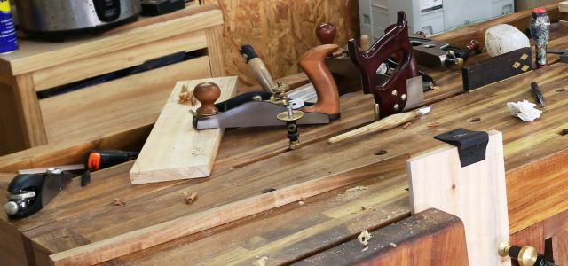 Corroyage aux outils à main