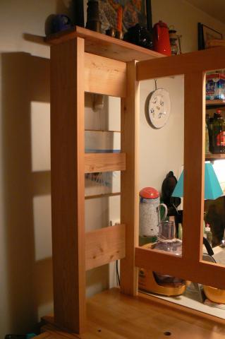 Atelier bois dans la cuisine : buffet, montage à blanc