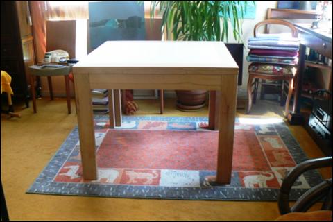 Atelier bois dans la cuisine : une petite table à rallonge