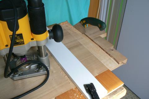 Atelier bois dans la cuisine : table, tenonnage de la ceinture