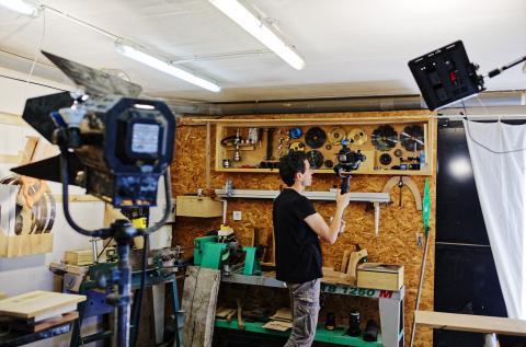 Aménager son atelier : un studio de menuiserie, filmer
