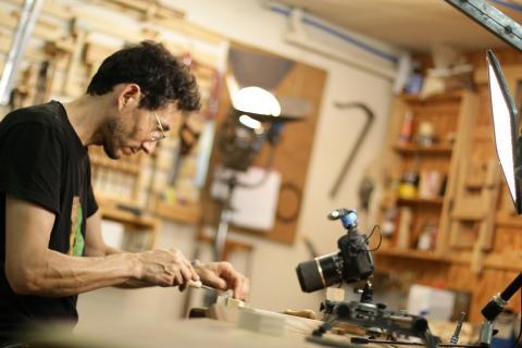 Aménager son atelier : un studio de menuiserie, multiplier les sources de lumière
