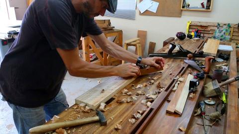 Corroyage aux outils à main : dégrossissage au riflard