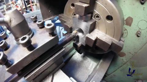 Travail du métal : fabriquer une presse d'établi, alésage de la noix
