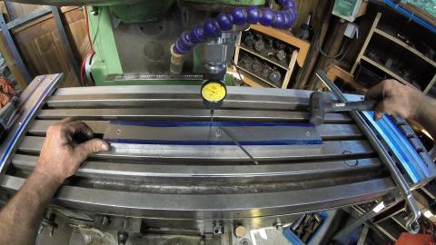 Travail du métal : fabriquer une presse d'établi, contrôle sur fraiseuse