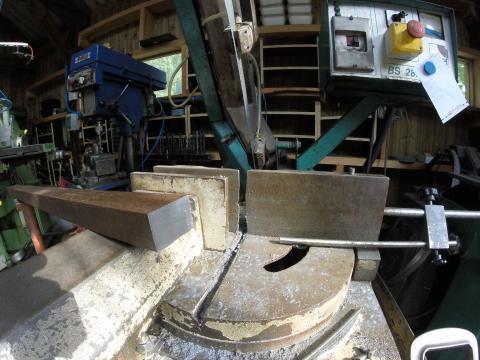 Travail du métal : fabriquer une presse d'établi, découpe