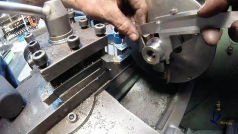 Travail du métal : fabriquer une presse d'établi, dressage de la noix