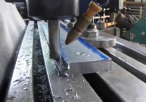 Travail du métal : fabriquer une presse d'établi, feuillure