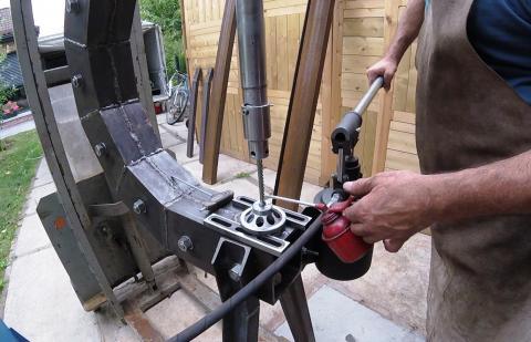 Travail du métal : fabriquer une presse d'établi, rainure à clavette
