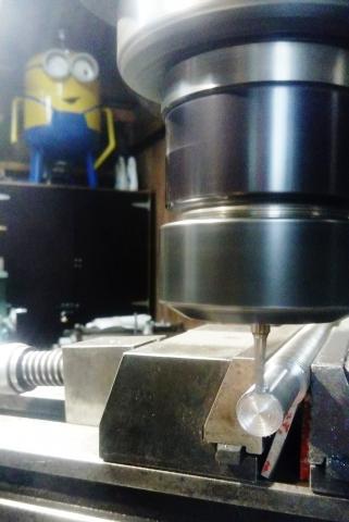 Travail du métal : fabriquer une presse d'établi, rainurage sur vis trapézoïdale
