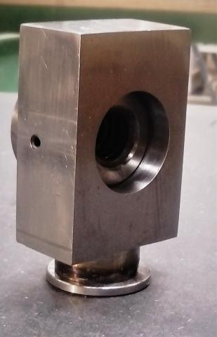 Travail du métal : fabriquer une presse d'établi, support de noix 2