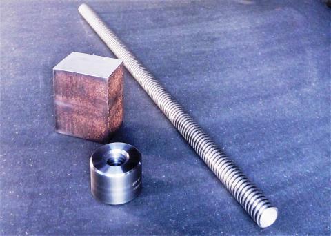 Travail du métal : fabriquer une presse d'établi, pièces achetées (noix, vis trapézoïdale)