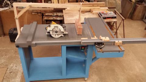 Une table maison pour scie circulaire portative - Scie circulaire sur table bois de chauffage ...