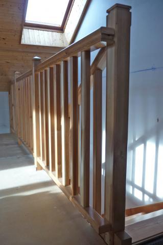 Un escalier quart tournant : garde-corps, raccord du poteau supérieur avec la main courante