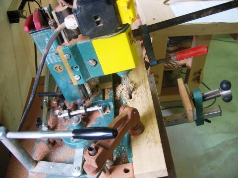 Machine à bois qui effectue un mortaisage