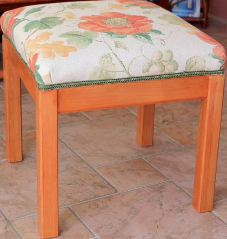 Tapisserie de sièges, la méthode moderne : un pouf (meuble terminé)