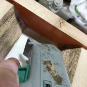 Un bureau façon « river table » pas-à-pas - Calfatage des jointures (joues de coffrage, bois de bout)