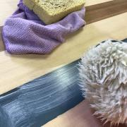 Un bureau façon « river table » pas-à-pas - Cutting polish et peau de mouton synthétique