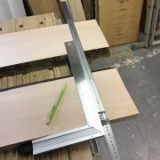 Un bureau façon « river table » pas-à-pas - Traçage des découpes d'équerre en bout